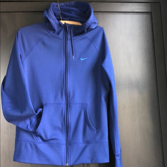 Nike Tops Womens Medium Nike Therma Fit Zip Hoodie Blue Poshmark Nike therma fabric helps manage your body's natural heat to keep you warm. women s medium nike therma fit zip hoodie blue